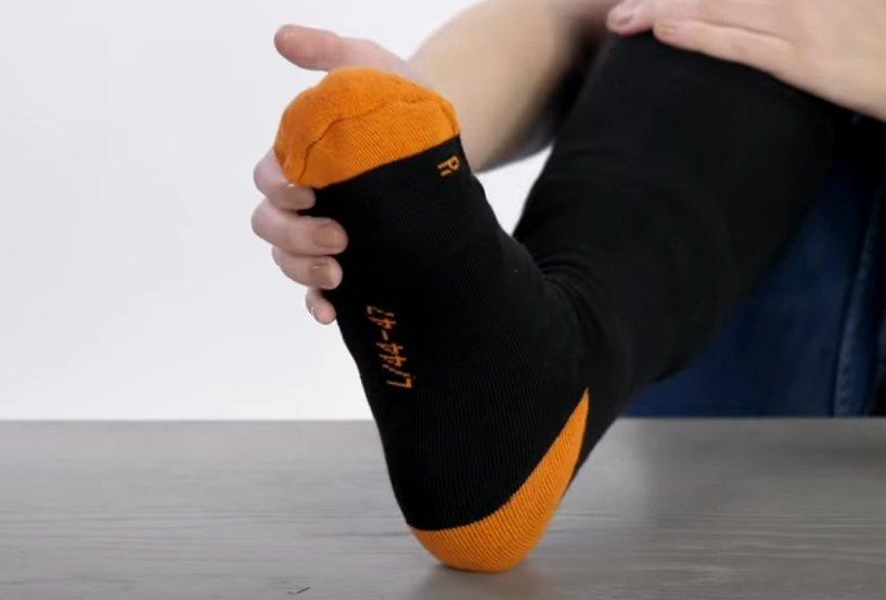 Носки с подогревом - небанальный сюрприз для мужчин