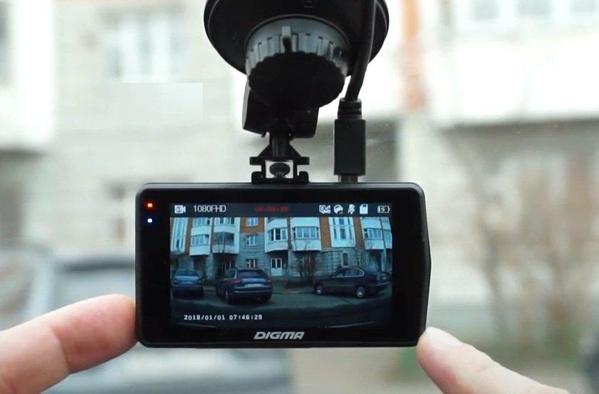 Видеорегистратор - еще один замечательный подарок для автомобилистов